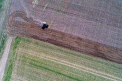 Harrowing tractor het gebied Royalty-vrije Stock Foto