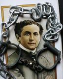 Harry Houdini-portret op affiche met handcuffs & kettingen Royalty-vrije Stock Foto's