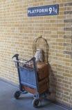 Harry Potter Platform an Bahnstation König-Cross in London Stockbild