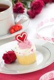 Hart Cupcake voor de Dag van de Valentijnskaart Stock Afbeeldingen