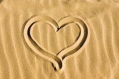 Hart dat in het zand wordt getrokken Stock Fotografie
