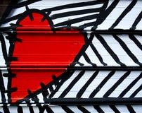Hart dat op metaal wordt geschilderd Stock Foto's