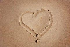 Hart dat op zand wordt getrokken Royalty-vrije Stock Foto