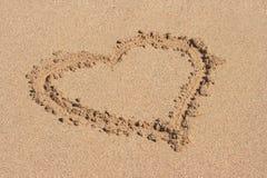 Hart dat op zand wordt getrokken Royalty-vrije Stock Afbeeldingen