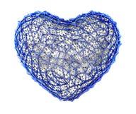 Hart dat van blauw plastiek met abstracte gaten wordt gemaakt die op witte achtergrond worden geïsoleerd 3d royalty-vrije illustratie