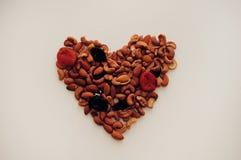Hart dat van noten wordt gemaakt Stock Afbeeldingen