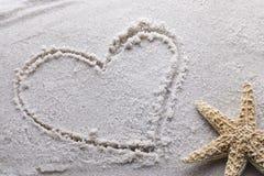 Hart dat in zand wordt getrokken Stock Afbeeldingen