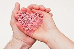 Hart in de handen Stock Fotografie