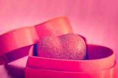 hart in een giftdoos Stock Fotografie