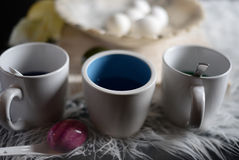 4 hart gesotten Eier auf Marmorschüssel Stockbilder