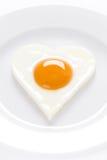 Hart gevormd ei op een plaat Stock Afbeeldingen