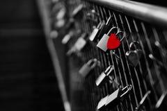 Hart gevormd hangslot op brug in München royalty-vrije stock fotografie