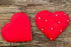 Hart gevormd koekje voor valentijnskaartdag op rustieke houten lijst Stock Afbeelding