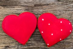Hart gevormd koekje voor valentijnskaartdag op rustieke houten lijst Stock Foto
