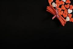 Hart gevormd suikergoed met exemplaarruimte op zwarte Stock Afbeelding