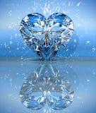 Hart gevormde diamant over blauw met bezinning Stock Foto's