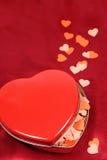 Hart gevormde doos met kleine harten Stock Afbeeldingen