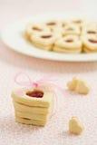 Hart gevormde koekjes met jam Royalty-vrije Stock Foto