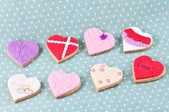 Hart gevormde koekjes voor de dag van de valentijnskaart Royalty-vrije Stock Fotografie