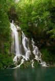 Hart gevormde waterval in bergen Stock Afbeelding