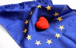 Hart met de vlagtextuur van Europa op een witte achtergrond wordt geïsoleerd die op 1 Nov., 2014 Stock Foto