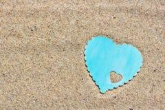 Hart op het zand stock foto