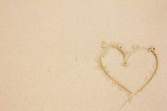 Hart op het zand wordt getrokken dat Stock Afbeelding