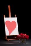 Hart op schildersezel en rozen Stock Fotografie