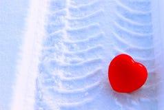 Hart op sneeuwachtergrond Royalty-vrije Stock Fotografie