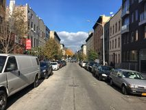 Hart Street en otoño, Brooklyn, Nueva York Imagen de archivo libre de regalías