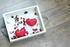 Hart twee in doos op hout Stock Foto