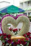 Hart van bloem wordt gemaakt die Royalty-vrije Stock Foto's
