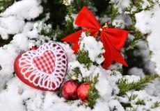 Hart van de boom het rode ballen van de Kerstmisdecoratie Stock Fotografie