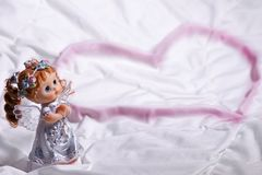 Hart van een engel van liefde en geluk op St Valentine& x27; s Dag Stock Foto
