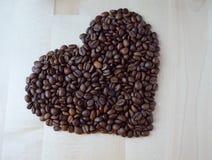 Hart van koffiebonen stock foto's
