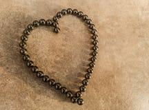 Hart van liefdesymbool in magnetische kogellagers royalty-vrije stock afbeeldingen