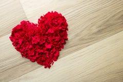 Hart van rode confettien - achtergrond Royalty-vrije Stock Foto