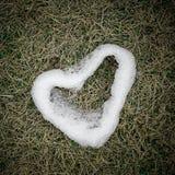 Hart van sneeuw wordt gemaakt die. Stock Afbeeldingen