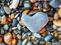 Hart van steen op de overzeese kust Royalty-vrije Stock Foto's