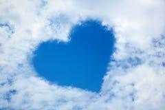 Hart van wolk in de blauwe hemel Stock Foto