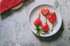 Hart-vormige plakken van watermeloen Stock Fotografie