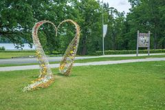 Hartdecoratie bij stad Lauksne Aard en groene bomen Royalty-vrije Stock Fotografie
