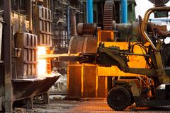 Harte Arbeit in einer Fabrik Stockfotografie