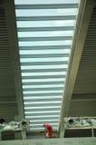Harte Arbeitskraft auf dem Dach Stockfoto