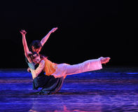 Hartelijk het omhelzing-dansdrama de legende van de Condorhelden royalty-vrije stock afbeeldingen