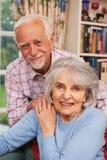 Hartelijk Hoger Paar thuis samen royalty-vrije stock fotografie