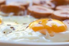 Hartelijk ontbijt van eieren, worst royalty-vrije stock foto