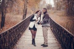 Hartelijk paar in liefde Stock Foto's