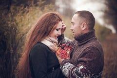 Hartelijk paar in liefde royalty-vrije stock afbeelding