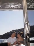 Hartelijk Paar op Jacht stock foto's